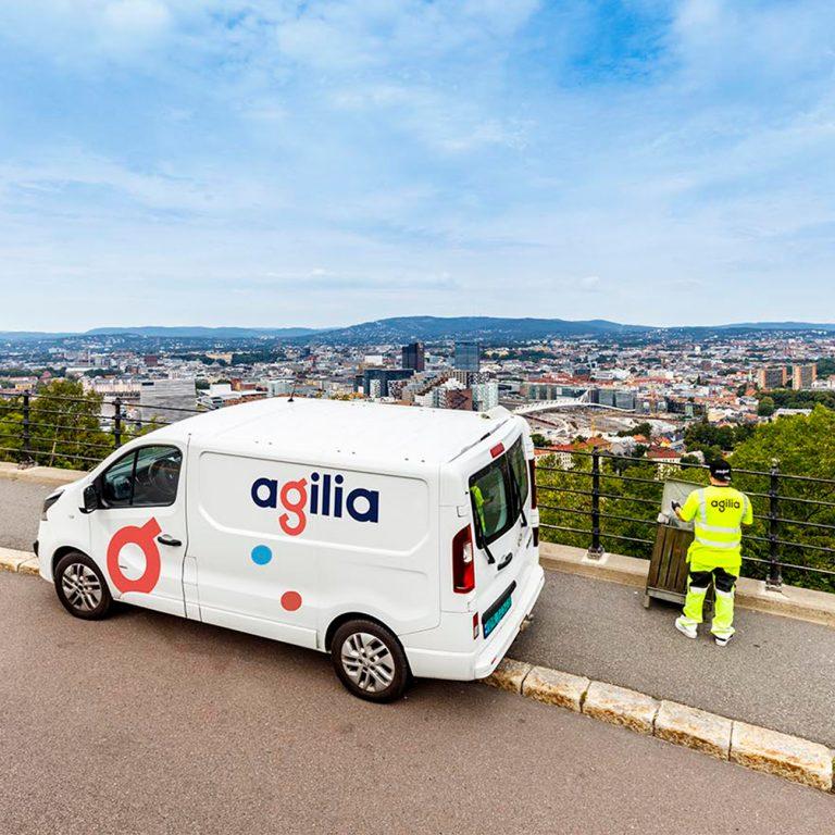 Agilia-bil med logo