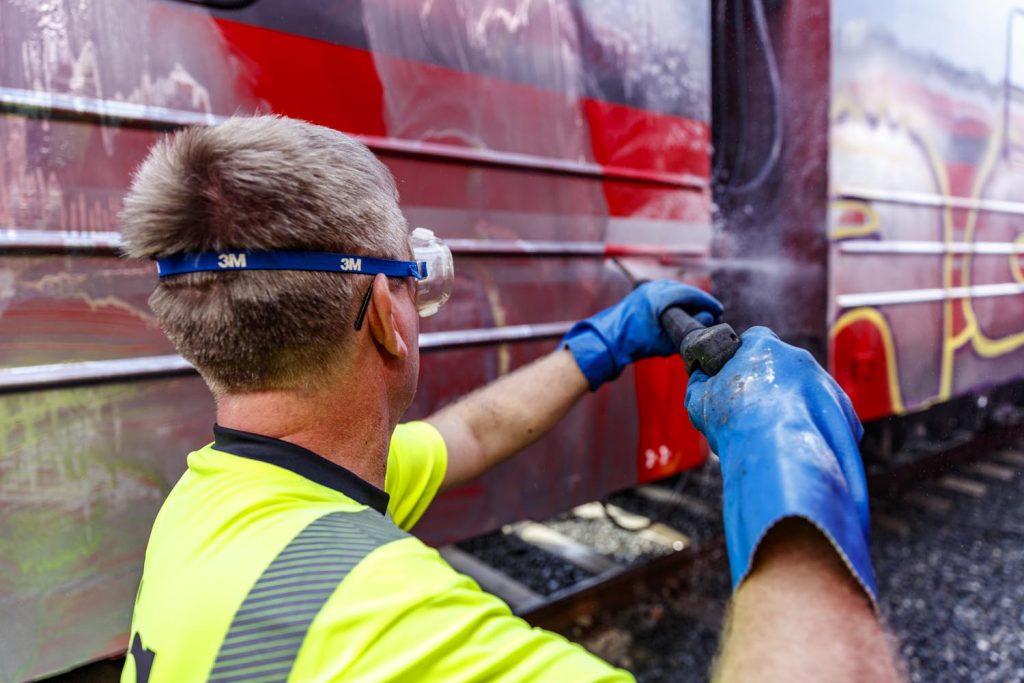 Hvordan fjerne graffiti